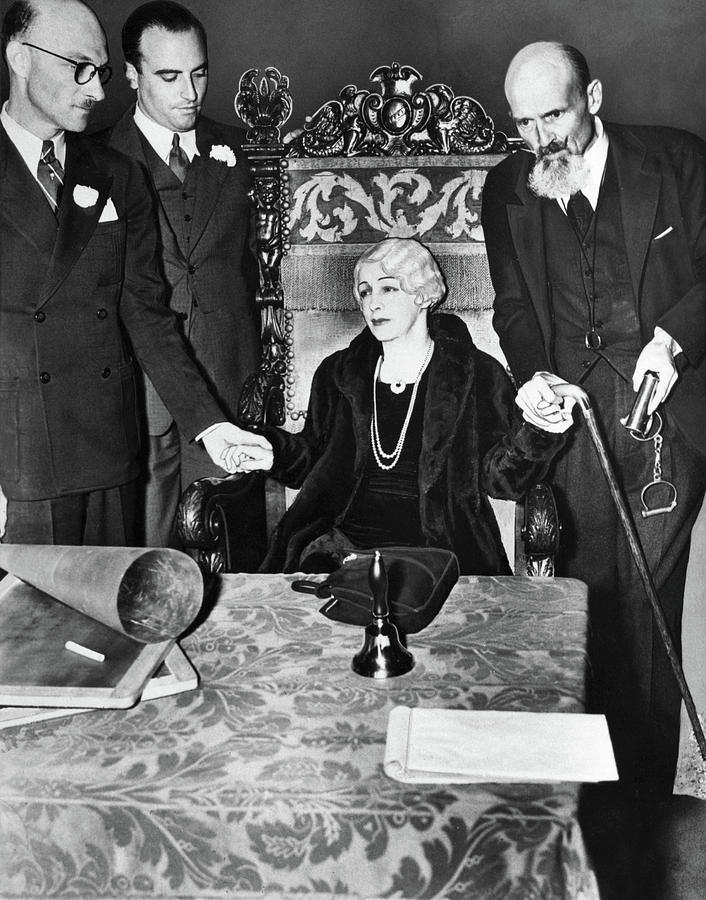 Bess Houdini at 1936 Seance