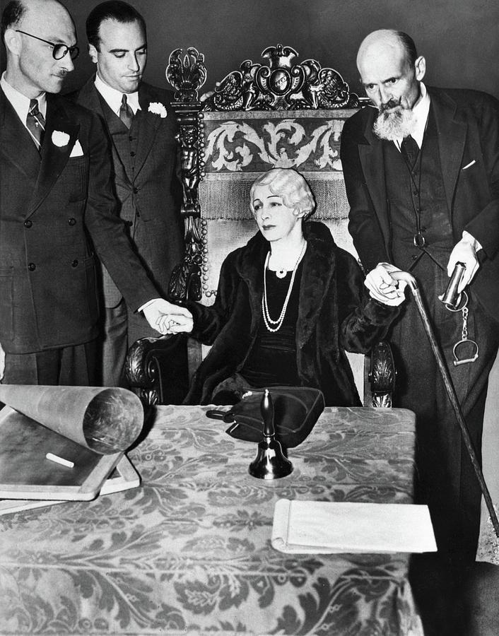 Bess Houdini at 1936 Seance