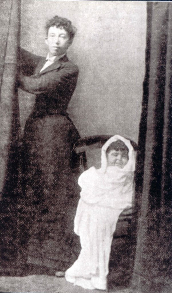 Annie Fairlamb Mellon with her alleged materialization Cissie.