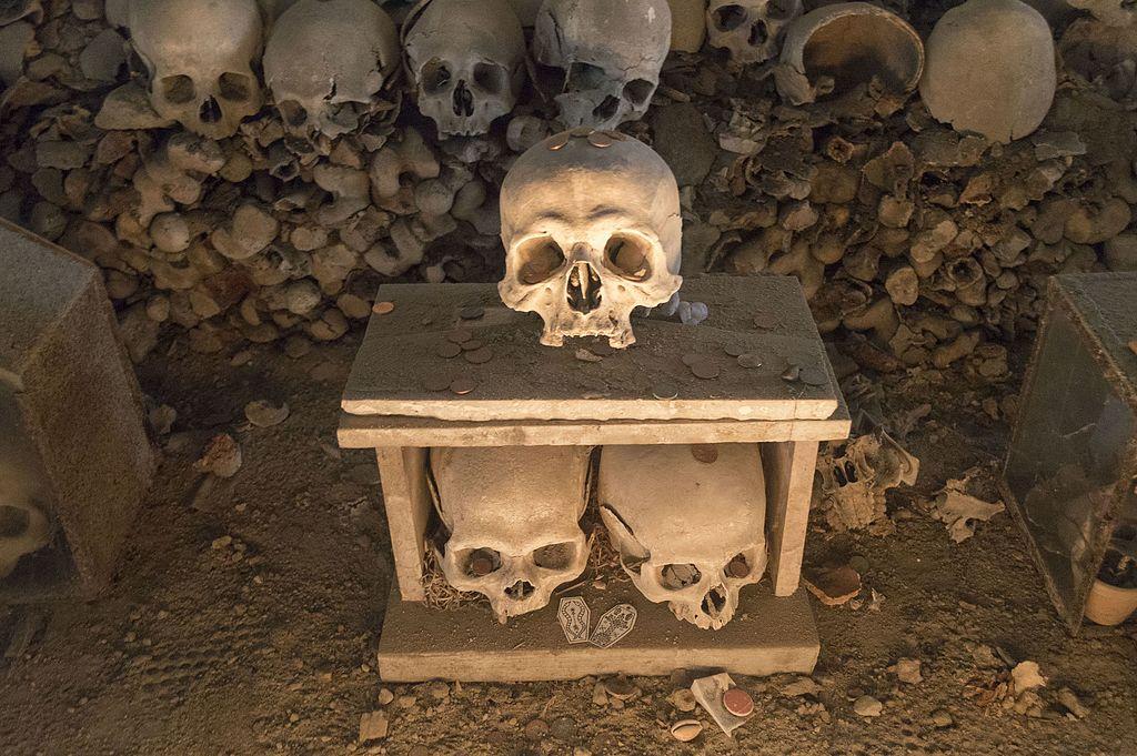 Cult of Skulls, Fontanelle Cemetery, Naples
